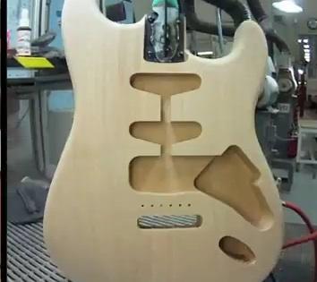 Így készül a Fender Stratocaster