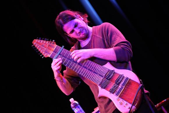 Jazzmetál 14 húros gitárra