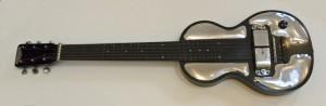 Rickenbacker első elektromos gitárja a patkómágnes hangszedővel