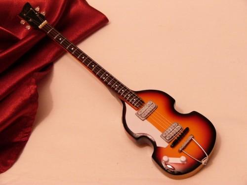 Mini Hoffner Beatles Bass
