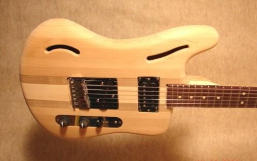 Az előbbiekben készülő gitár befejezett állapotában