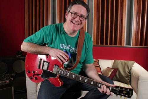 Dave Schneider az ajándék Gibsonnal