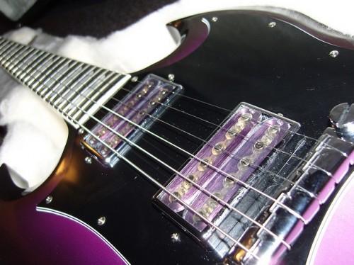 A Gibson Goddess SG átlátszó hangszedői