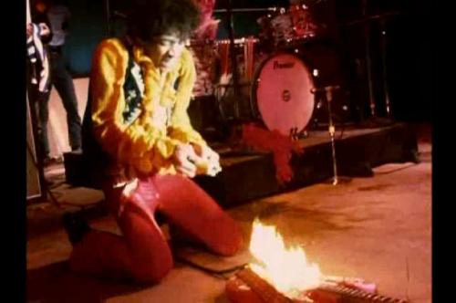 Hendrix kultikus gitárégetése