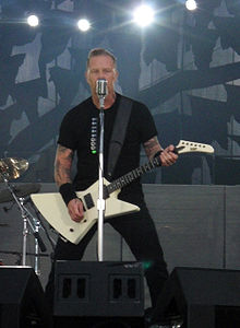 ESP EXP James Hatfield kezében
