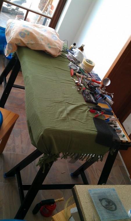 Az asztal, már mindennel felszerelve