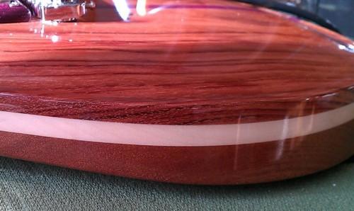 A mahagóni-juhar-bubinga szendvics test