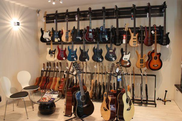 Új hangszerbolt Budán